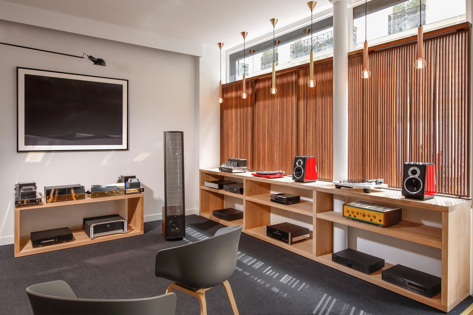 listen & showroom