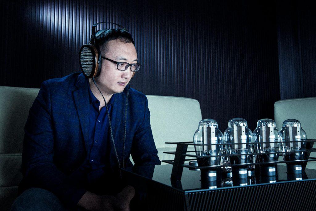 systeme casque et ampli casque Shangri la hifiman en écoute auditorium audiophile concert home Paris